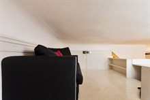 For rent: furnished apartment w/ 2 double bedrooms comfortably sleeps 4 in between Montmartre & Grands Boulevards Paris 9th