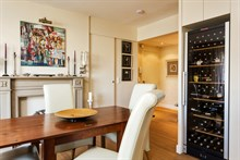 Live like a Parisian local near Commerce, Paris 15th: 3-room furnished flat for 4 available for short stays