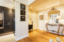 Luxurious honeymoon rental, fully furnished with 2 romantic bedrooms, equipped kitchen and beautiful bathroom, Paris 15th near Convention