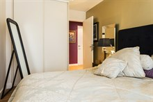 Weekly rental, 4-person furnished apartment with 2 double rooms and 3 balconies at Commerce Paris 15th