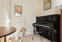 For rent: furnished 2-room apartment w/ bed and convertible couch comfortably sleeps 4 near rue du Commerce, Paris 15th