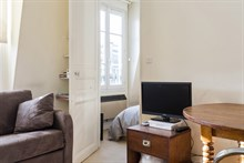 Large 2-room apartment available for weekly rental, perfect for romantic couple's getaway, rue du Commerce, Paris 15th