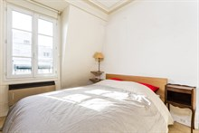 4-person holiday 2-room flat for weekly or monthly rent on rue du Commerce, Paris 15th, fully furnished
