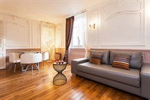 Weekly rental of furnished 2-room apartment in Paris 16th near Eglise Auteuil