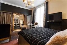Romantic studio apartment for 2, modern, furnished, weekly stay, Saint-Germain-des-Pres, Paris 6th