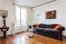 Short-term 2-person studio apartment rental, modern, furnished, Paris 2nd
