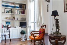 Accommodation for 2 available for weekly or monthly stays, fully furnished, Oberkampf, Paris 2nd