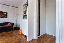 Authentic Parisian apartment, fully furnished for short-term stays, sleeps 2, Oberkampf, Paris 2nd