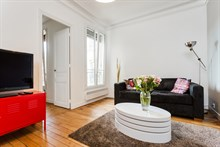 Weekly rental, furnished 2-room apartment with fold-out couch in living room, Montmartre Paris 18th