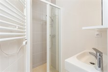 Large, furnished studio apartment for short-term accommodation, sleeps 2 to 3 at Motte Picquet Grenelle, Paris 15th
