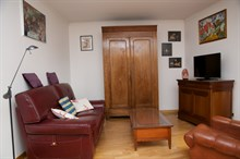 6-month + rental, 4-person furnished apartment with 2 double rooms in Kremlin Bicetre near Paris
