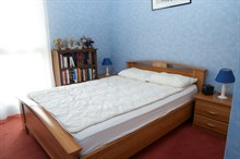 Short-term holiday rental for 4 in turn-key flat w/ 3 rooms near Paris 13th district, Kremlin Bicetre