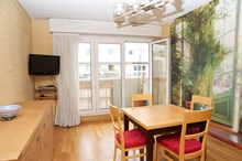 Short-term apartment rental for 4 w/ double bed, fold-out couch and balcony near La Villette, Paris 19th