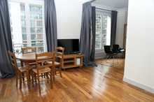 4-6 person holiday 3-room flat for weekly or monthly rent on boulevard de Grenelle, Paris 15th, fully furnished