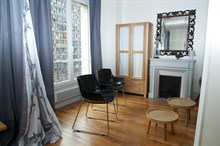 Short-term apartment rental for up to 6 w/ double bed and fold-out couch, near Eiffel Tower, Paris 15th