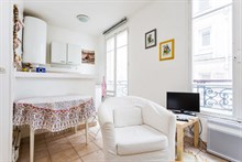 Furnished apartment for 2 to 4 guests on rue Faubourg Saint Denis, rent by week or month, Paris 10th