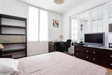 Luxurious furnished flat rental for 2 to 3 guests at metro Pont Levallois Becon, available for short-term stays