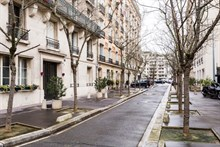 Turn-key flat near Paris in Neuilly, 3 rooms, close to metro Pont de Levallois Becon