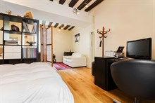 Seasonal rental for 4 grand studio furnished heart of Paris 5
