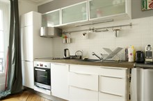 2-room monthly apartment rental for foodies with well-equipped kitchen near markets at Commerce Paris 15th