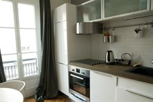 Furnished 2-room monthly flat rental for foodies with well-equipped kitchen near markets at Commerce Paris 15th