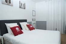 Holiday flat rental for short-term stays with 2-rooms, remodeled, modern accommodation near Motte Picquet Paris 15th