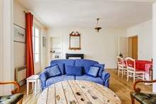 Long-term stay in cozy, modern Paris apartment, 2 rooms, extra privacy, exposed beams, Paris 11th