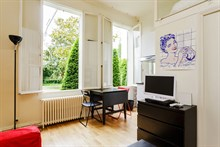 Spacious studio for monthly stays with washer & drier and kitchen, Paris 7th near Musée d'Orsay