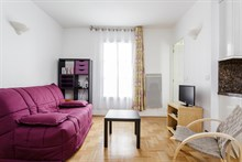 Romantic getaway in 2-person apartment in Paris 15th with spacious bedroom and American, weekly stays