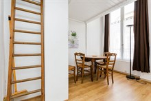 Business stays in 1-person or 2-person studio with extra privacy and loft, Paris 1st, Musée du Louvre