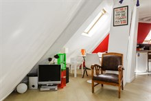 Short-term apartment rental w/ double bed and couch, near Notre Dame de Lorette, Paris 9th