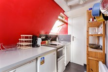 Short-term 2-person family vacation rental in furnished 2-room apartment, Montmartre, Paris 9th