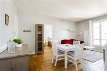 Romantic getaway in 2-person apartment in Paris 15th with spacious bedroom, monthly stays near Champs de Mars