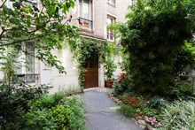 Furnished 1st-floor flat with 1 bedroom on rue Saint Charles for short-term rentals in Paris 15th