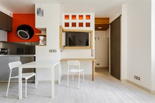 Reasonably priced apartment rental for short-term stays, sleeps 4, Paris 4th