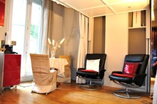 Short-term rental of a furnished apartment with terrace renovated in Paris 15th