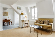 Romantic getaway in 2-person apartment in Paris 6th with spacious bedroom, monthly stays