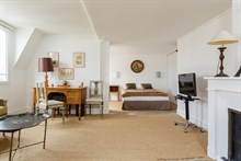Furnished short-term studio apartment rental for language stays in Paris 6th, washing machine and kitchen, near Luxembourg Gardens