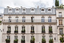 Vacation rental in Paris 6th arrondissement, long-term stays in studio turn-key apartment with plenty of privacy in calm area