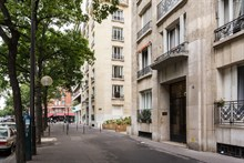 Turn-key apartment for long-term stays in France, extra privacy with 1 bedroom and fold-out couch, Paris 16th