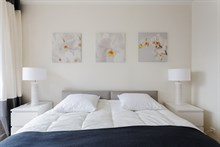 Plenty of guest privacy in 2 room monthly accommodation with terrace, Nation, Paris 12th