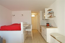 Spacious Studio, studio apartment near Montparnasse in Paris 15th, short-term stays