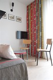 Romantic getaway in studio apartment in Paris 1st with spacious bedroom, monthly stays