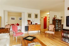 Short-term Holiday rental for friends or family with 4 rooms, Porte de Saint Cloud, Near Paris