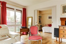 Turn-key flat rental w/ 4 rooms near Porte de Saint Cloud just outside Paris