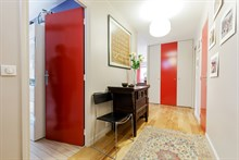 Plenty of guest privacy in 4 room monthly accommodation with terrace, Boulogne Near Paris