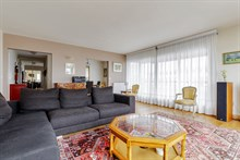Weekly rental of spacious, furnished 4-room apartment near Montparnasse Tower, Paris 15th