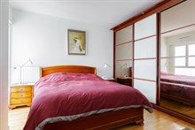 Furnished 4-room apartment for four at the foot of the Montparnasse Tower, Paris 15th