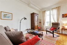Furnished short-term rental 3-room apartment for 4 in Commerce district, Paris 15th