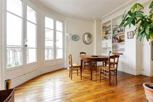 Weekly rental of spacious, furnished 3 room apartment in Commerce district, Paris 15th